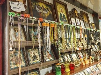 Гайтаны (нательная нить для крестика), иконы, лампадки